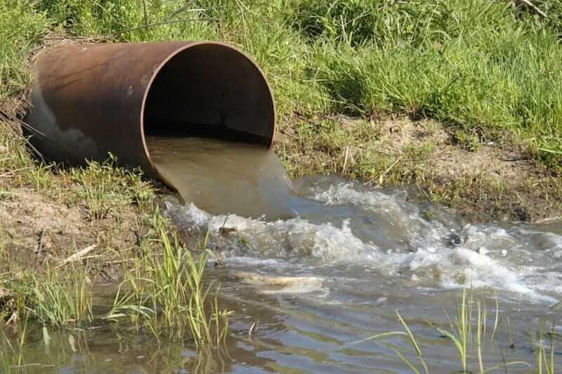 Pesquisa investiga a presença de contaminantes na água
